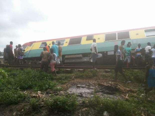 train-derails-3