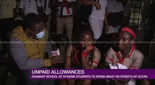 Police disperse demonstrating school of hygiene students from Sanitation Ministry 1