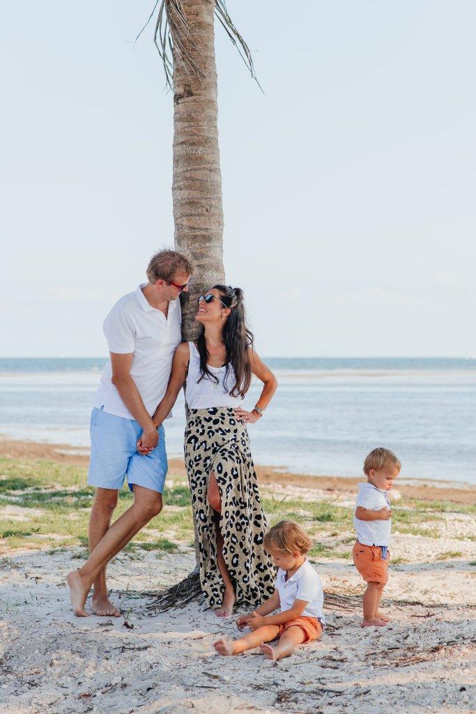 Sharon van Tienhoven met gezin in Miami