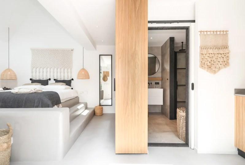 Suite- Suite Zandvoort aanzicht bed en badkamer