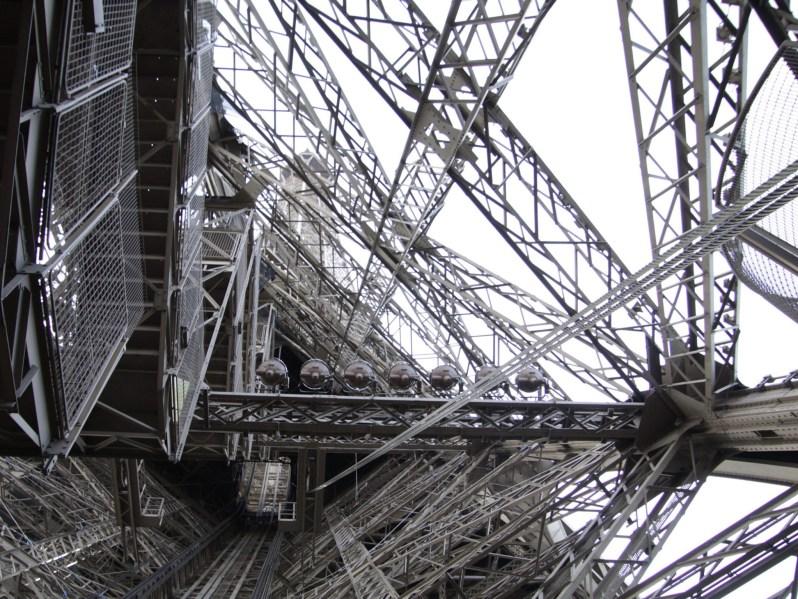 Citizen-of-Parijs-Blik-op-de-Eiffeltoren
