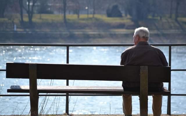 Pensionist i vetmuar. Foto: Amarildo Topi Citizens Channel