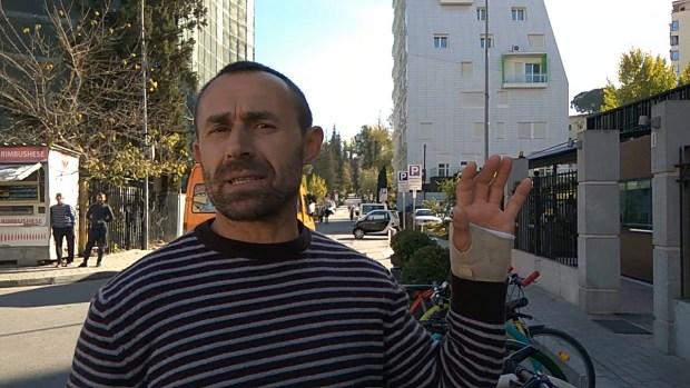 Astrit Allushi duke folur për Citizens Channel. Foto: Flavja Kënga