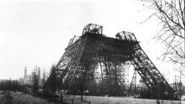 Construction de la tour Eiffel pour l'exposition universelle de 1889 a Paris : etat des travaux en février 1888 --- building of the Eiffel Tower in Paris for world fair in Paris in 1889 here in february 1888