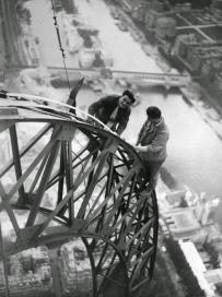 Électriciens sur la Tour Eiffel, 1937