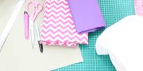 Bahan-bahan yang diperlukan: Cutting Mat (Kalo ada), kertas karton, busa lapis, spidol, kain motif (bisa kanvas, bisa katun), kain polos untuk binding.