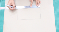 Pertama-tama, buat pola untuk badan cover tissue. Buat kotak di tengah dengan ukuran panjang 21,5 cm x tinggi 11,5 cm