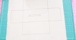 Buat kotak persegi panjang di tengah-tengah kotak pertama dengan ukuran 8 cm x 1,5 cm