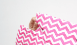 Gunting pinggiran bagian bawah tiap kotak menjadi 1 mm, pinggiran kain bagian siku tidak usah digunting