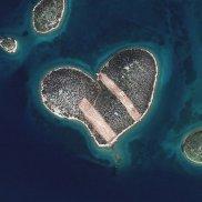 Gambar 7. Citra Satelit Pulau Galesnjak (Pulau Cinta) di Kroasia Tanggal Perekaman 16 Februari 2013