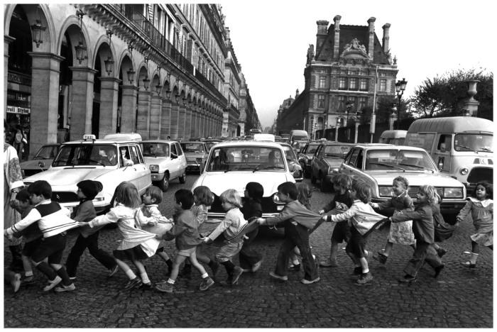 Robert Doisneau - Les tabliers de la rue de Rivoli, 1978