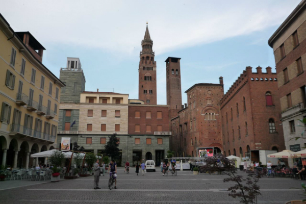 Day trip to Cremona from Milan by train or private Milan taxis