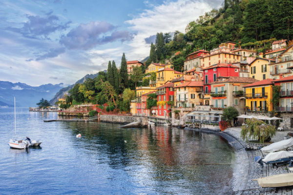 Day trip to Lake Como from Milan by train or private Milan taxis