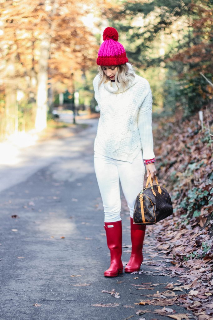 red-hunter-boot-all-winter-white-outfit-city-peach-red-beanie