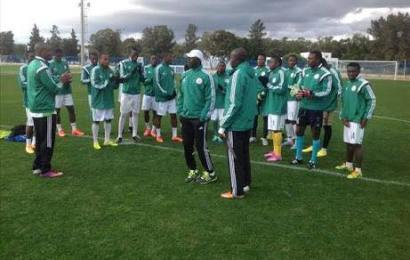 Minister congratulates football team for their victory over Japan