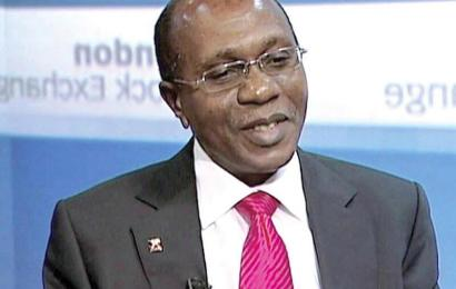 Emefiele Inspects Dollar Sales In Abuja