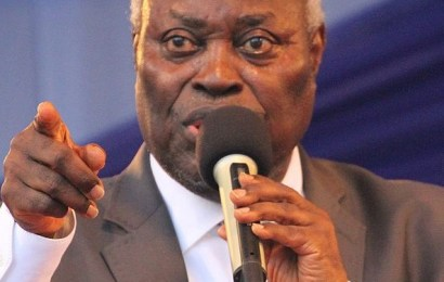 Buhari Greets Pastor Kumuyi At 80