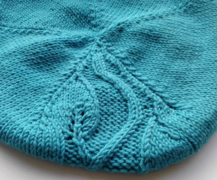 knitted-feminen-leaf-beret