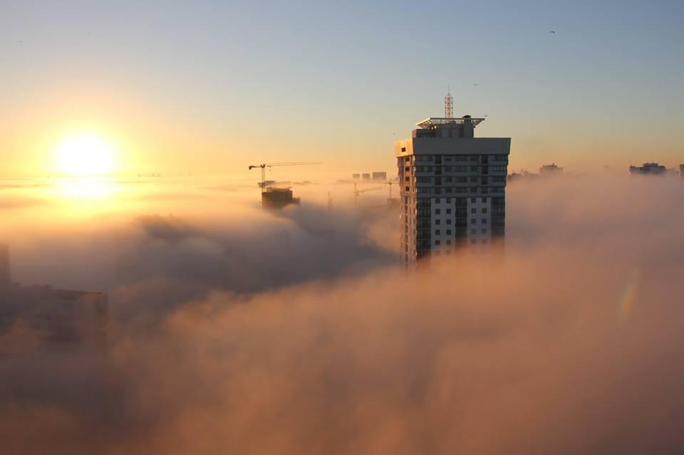 minsk dans l'aube brouillard brume