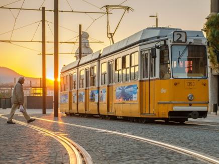 Forgalomkorlátozások a Széchenyi tér környékén a június 22-23-i hétvégén filmforgatás miatt, módosul a 2-es villamos közlekedése is