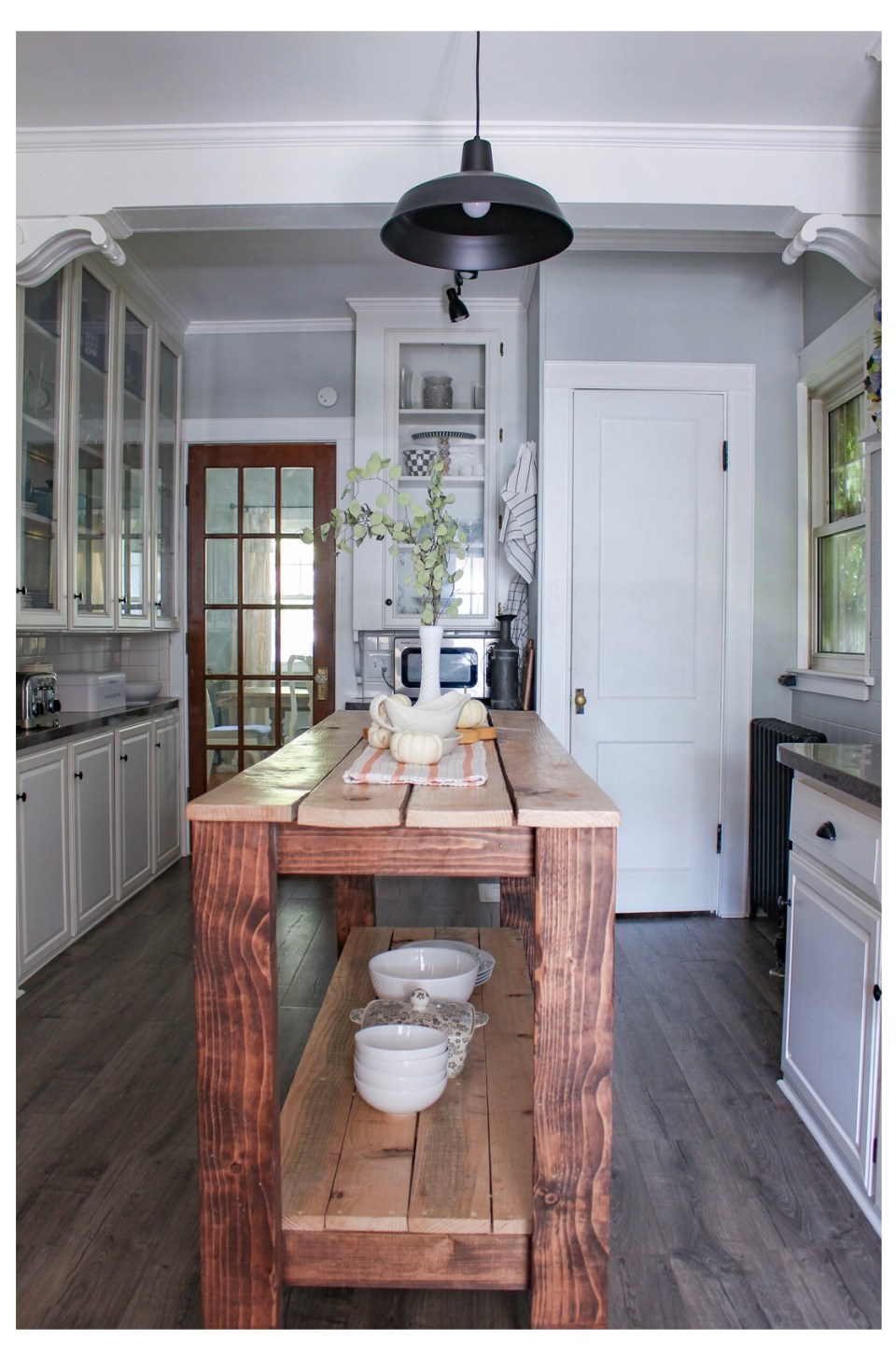 Farmhouse Style Interior Decorating