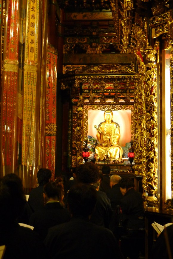 Inner courtyard, one buddha