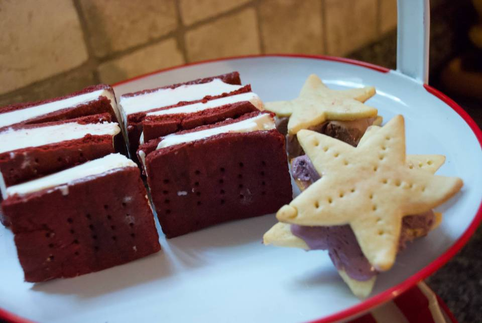 Star-shaped vanilla ice cream sandwiches can be filled with any flavour ice cream you like.