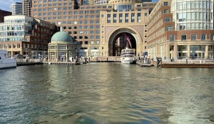 Cruise Boston: Classic Harbor Line Cruises