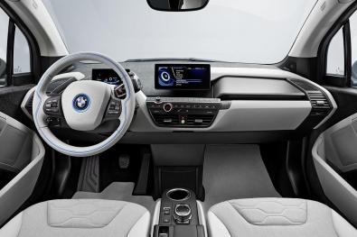 """BMW i3 // Futuristična povezljivost vozila, ki je vselej """"online"""""""
