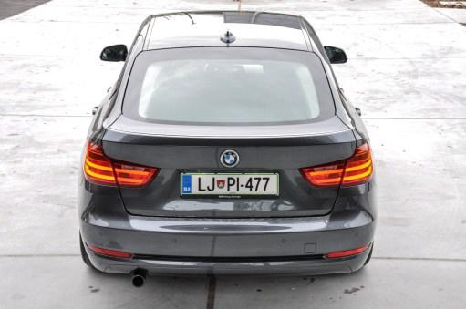 BMW 3GT - Gran Turismo - Zadek avtomobila deluje impozantno in močno spominja na nekatere večje predstavnike te blagovne znamke.