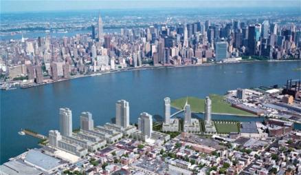 Na 2 milijardi dolarjev se ocenjuje Greenpoint Landing. Gre za megaprojekt, ki bo ''oživel'' zaspano Greenpoint sosesko z desetimi steklenimi stavbami in 5500 novimi stanovanjskimi enotami.