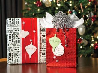 original_Sam-Henderson-Christmas-mod-gift-wrap-red-bag-and-text-box_4x3_lg