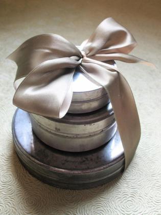 original_denise-sharp-studio-tin-gift-wrapping_s3x4_lg