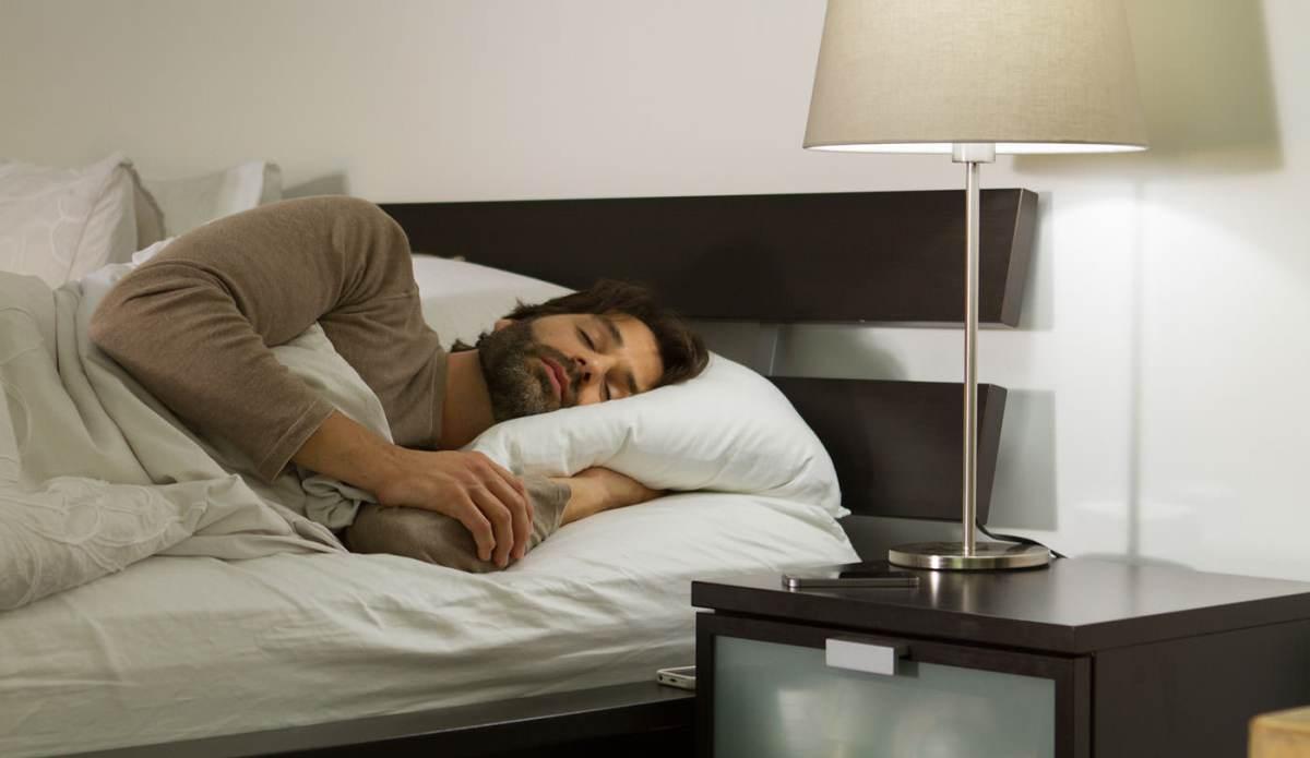 Tudi vas luč zjutraj zaslepi? Alba bo poskrbela, da bo prvi stik s svetlobo po spancu karseda nežen.
