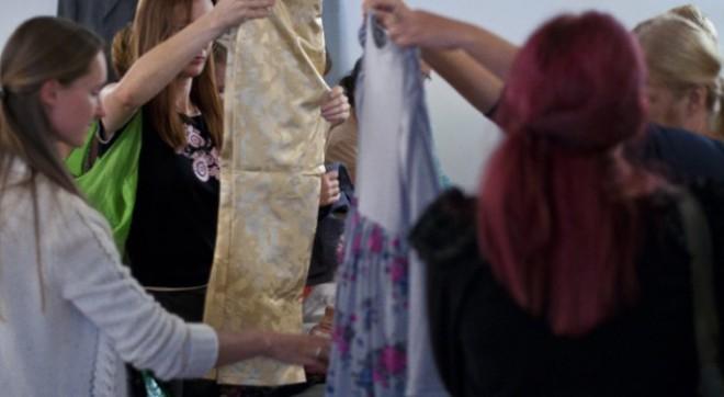 Tekstilnica s predelavo starih oblačil odpira delovna mesta za težje zaposljive skupine ljudi.