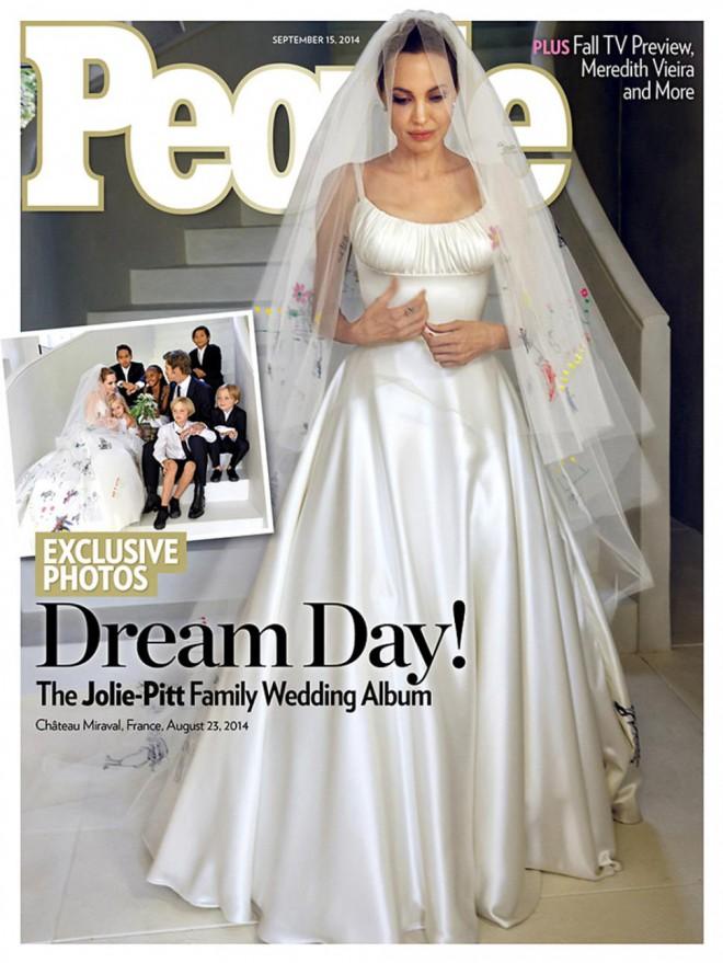 Angelinino poročno obleko Atelier Versace krasijo otroške poslikave