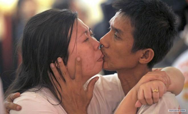 Najdaljši zabeležen poljub - Ekkachai in Laksana Tiranafat.