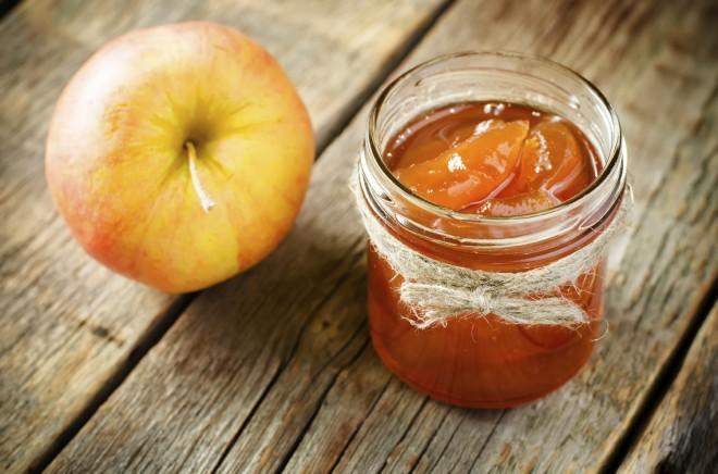 Naredimo jabolčno marmelado ali čežano.