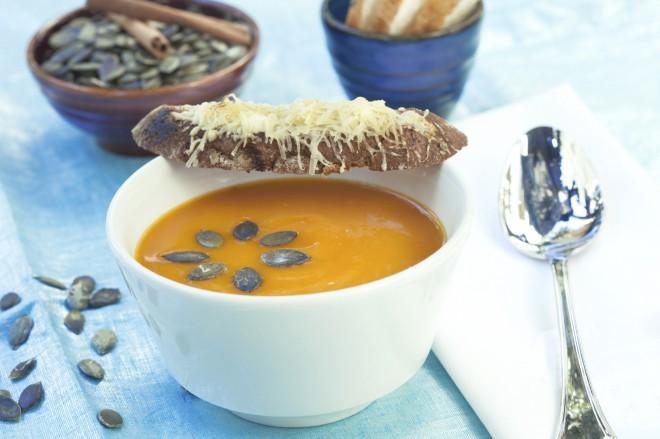 Kremna juha iz domače hokaido buče.