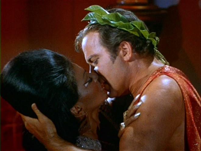 Ikonični medrasni poljub.