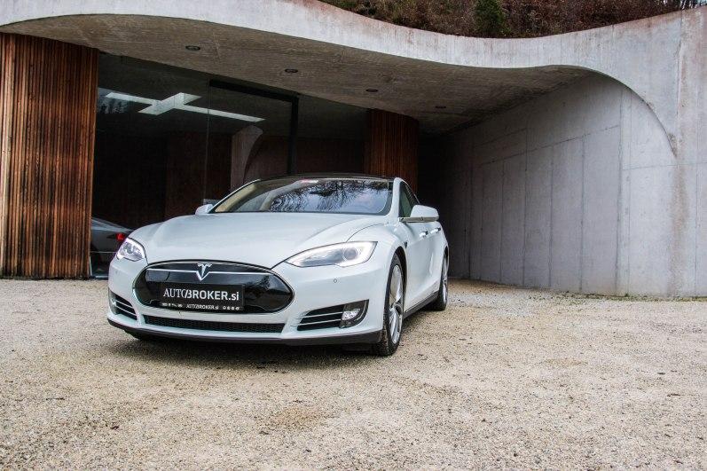 Tesla S: Ko fosilci obmolknejo