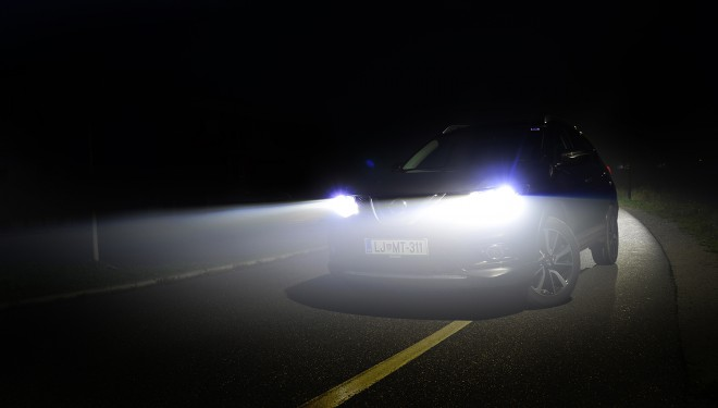 Serijska LED svetila ne samo da odlično izgledajo, ampak tudi odlično osvetljujejo cestišče. Prinašajo pa tudi prednosti glede porabe energije in življenjske dobe, ki naj bi bila enaka dobi avtomobila.