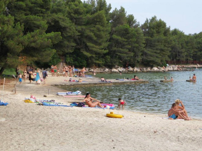 Plaža Crvena luka, Biograd na Moru