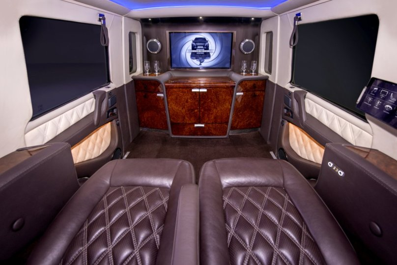 Palača zapakirana v terenca Mercedes-Benz G63 AMG