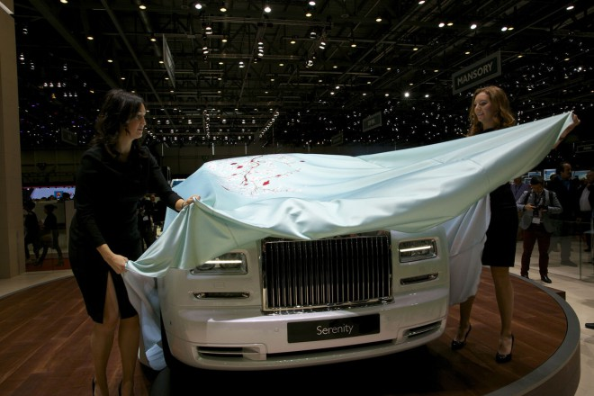 Rolls Royce Phantom Serenity ni prav nič fantomski. V Ženevi so ga javnosti takole odkrili.