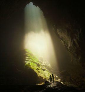 Zaroka v notranjosti največje jame na svetu