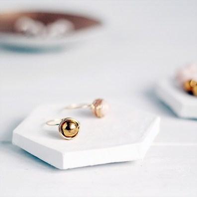 Geometrijski podstavki za nakit.