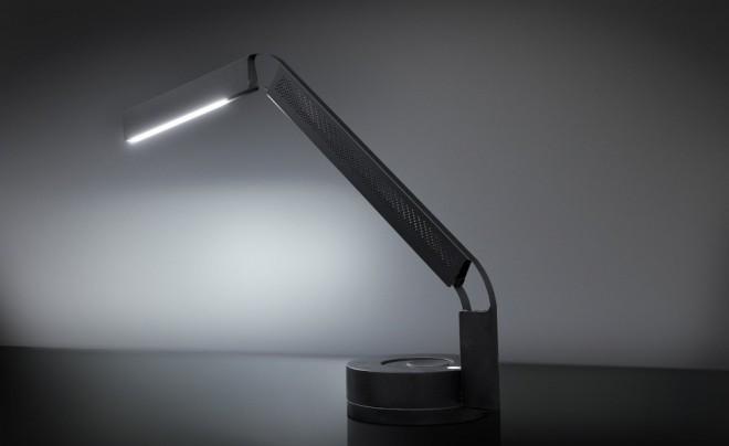 Namizna svetilka Fade Task Light prinaša ves spekter naravne svetlobe.