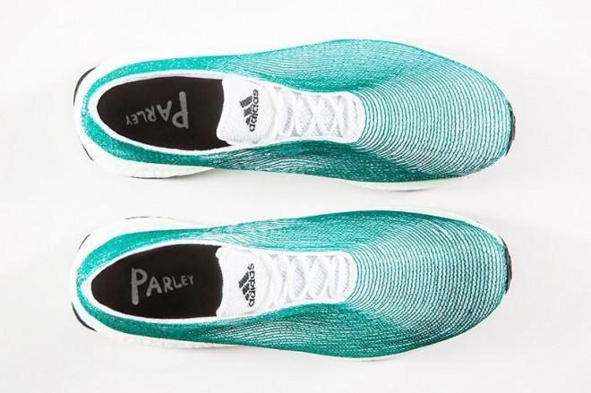 Športni copati Adidas iz vlaken ribiških mrež in recikliranih morskih odpadkov.
