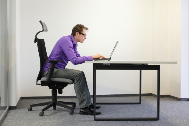 Preveč sedenja in slaba drža lahko vodita v resne zdravstvene težave.